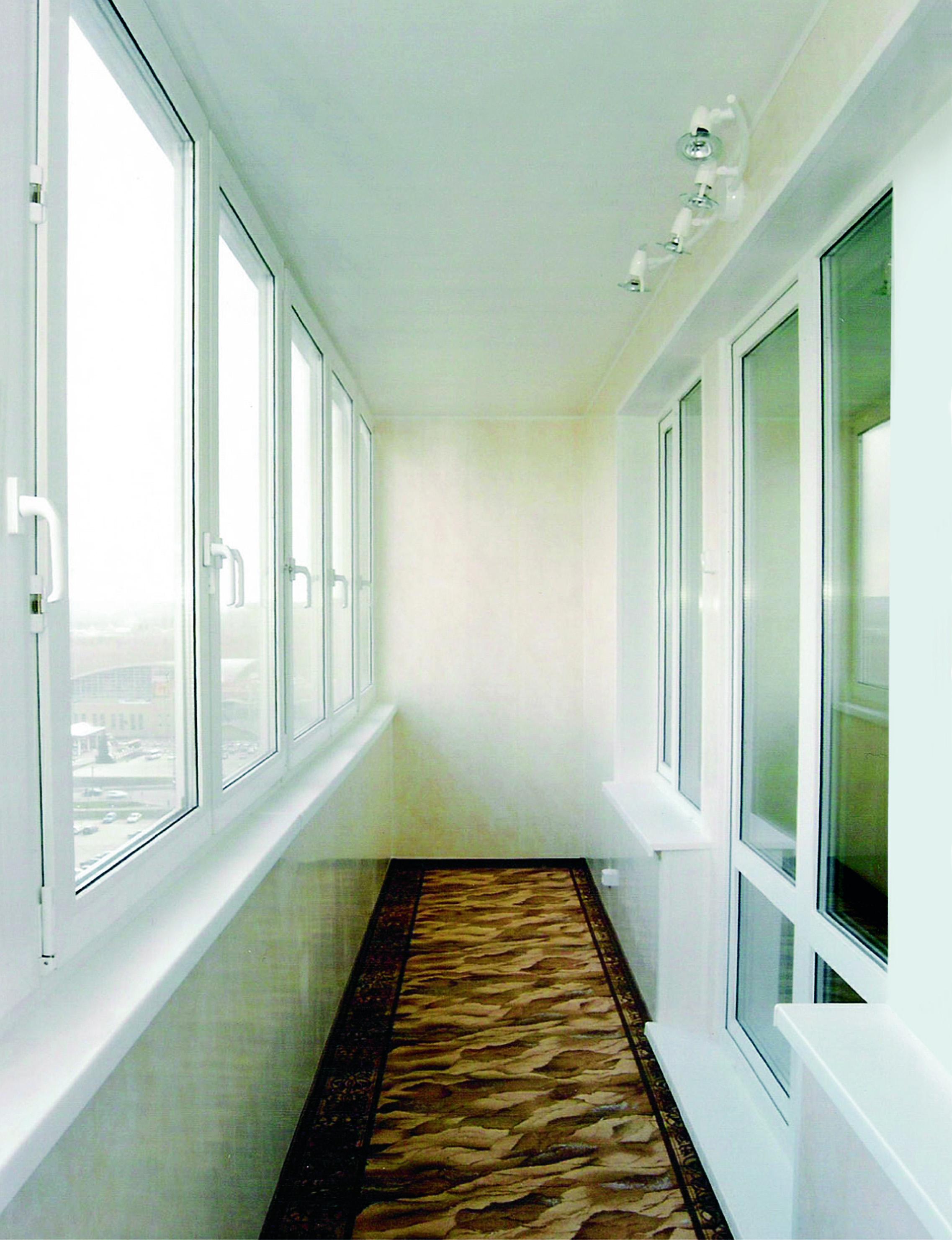 Остекление и отделка балкона пластиком..